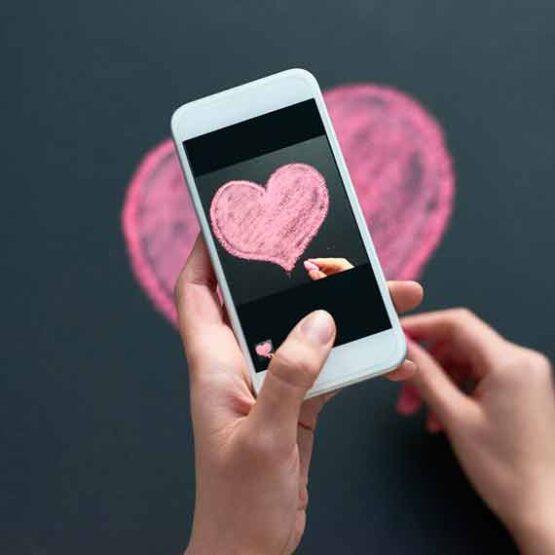 Romantische Nachricht auf einem Handy.